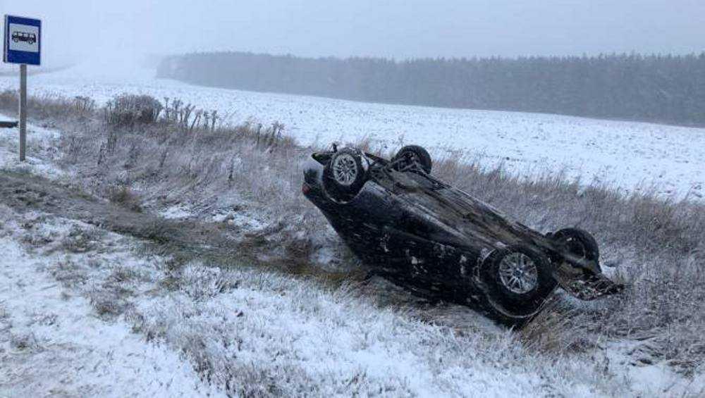 В Брянске из-за выпавшего снега водители устроили день жестянщика