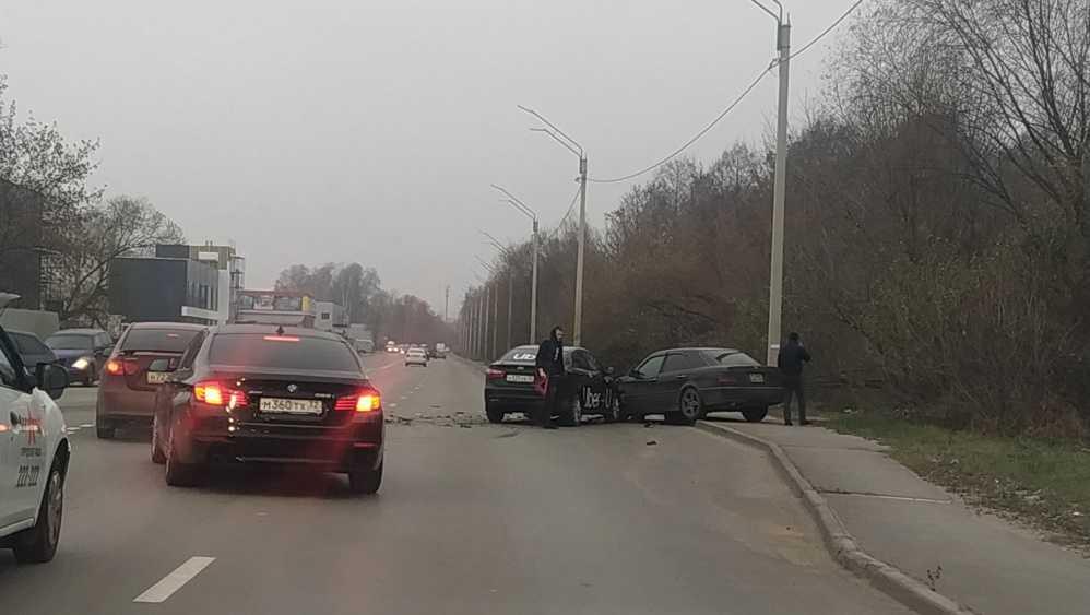 В Брянске в массовом ДТП с участием такси пострадали два человека