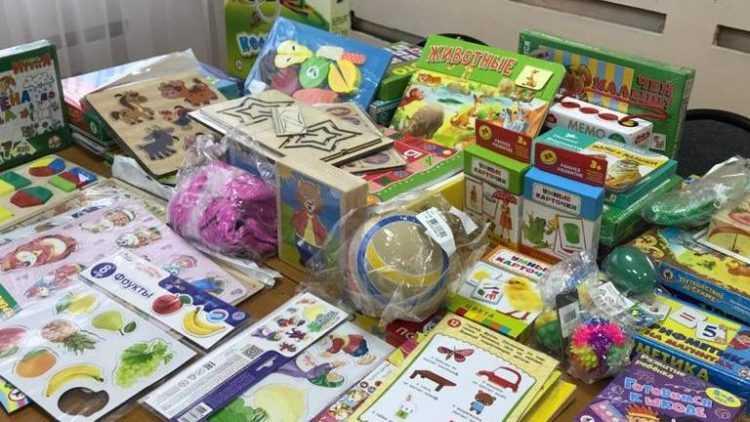 Николай Ковтунов передал специальные развивающие наборы для детей с ОВЗ