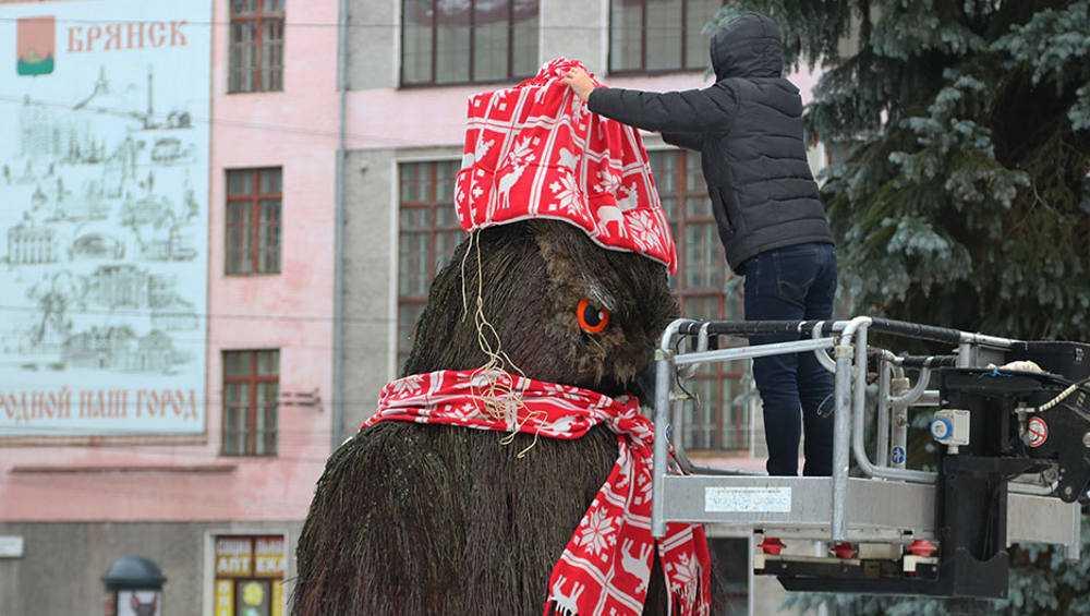 На брянского филина надели шапку и шарф