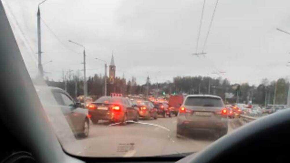 В Брянске образовалась пробка на Городищенской горке