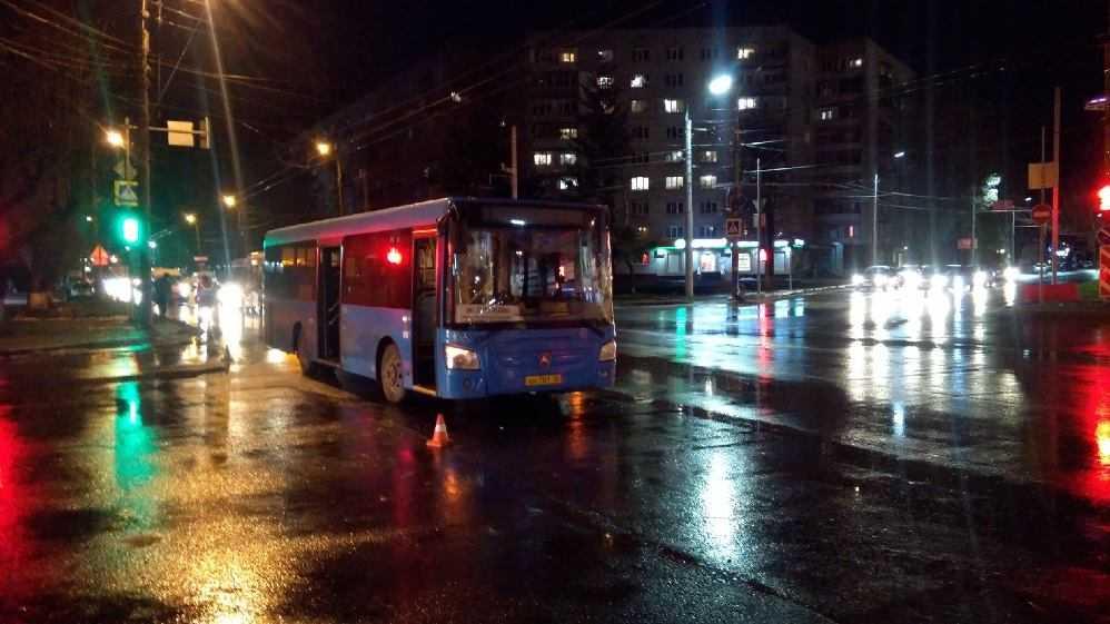 В Брянске возле «БУМ-сити» автобус сбил человека