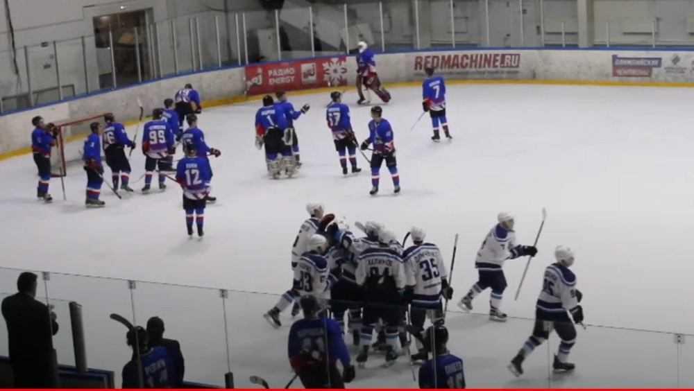 Брянские хоккеисты проиграли рязанцам в упорной борьбе со счетом 4:5