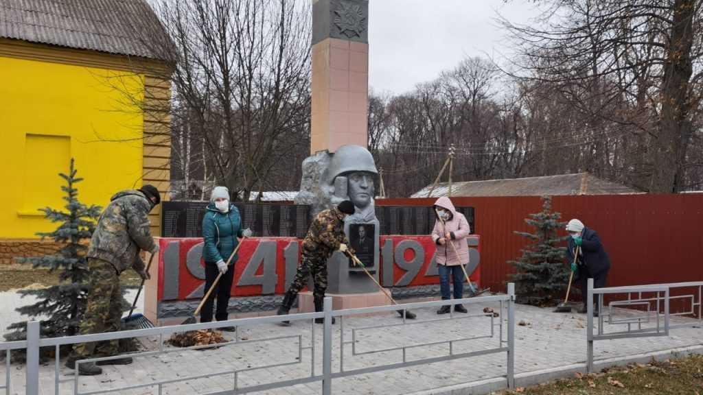 В Клинцовском районе единороссы провели субботник