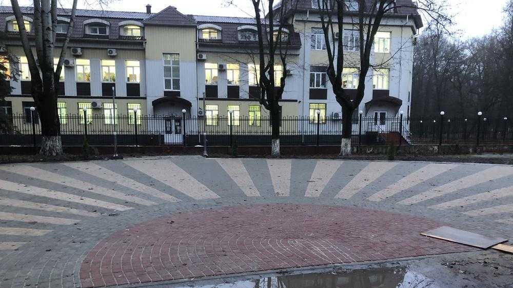 В Брянске сквер Камозина подготовили под приземление истребителя