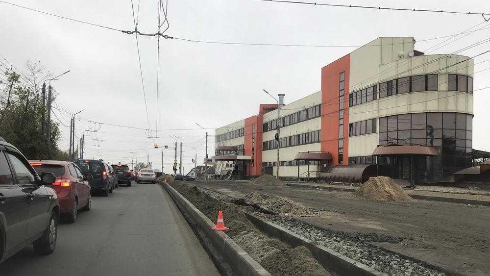 В Брянске на Городище построили разделительную полосу дороги