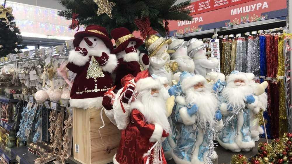 Брянские магазины начали выставлять на полки новогодние товары