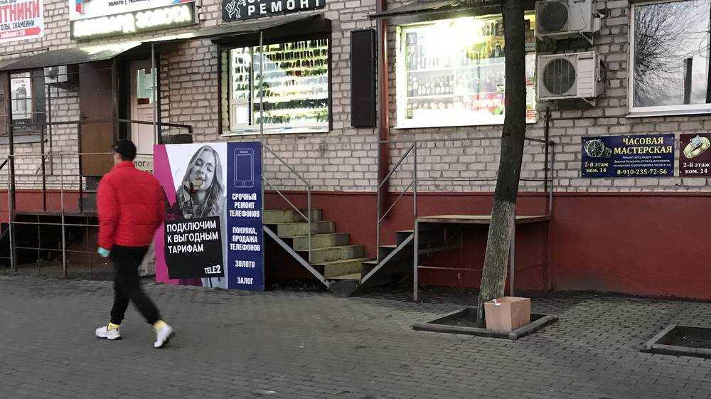 Общежитие напротив Бежицкого рынка стало символом дикой торговли