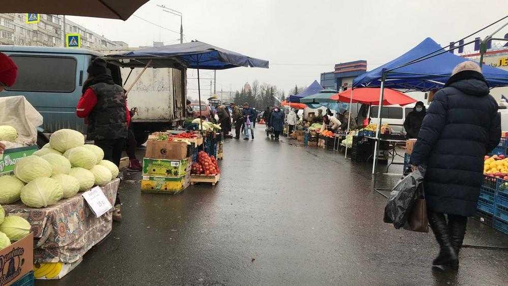 Брянские рынки заполонили мнимые огородники со «свойскими» овощами