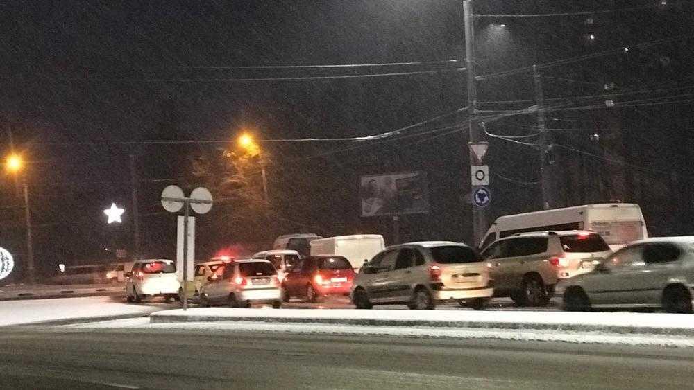 В Брянске после снегопада возникли большие пробки