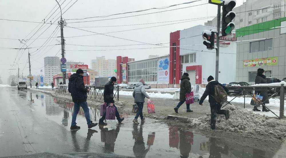 Брянцев стали встречать водные преграды на тротуарах и переходах