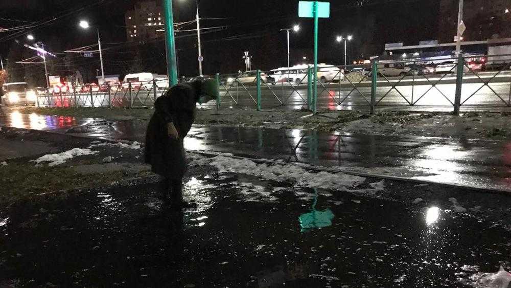 Чиновники предусмотрели для брянцев бассейны посреди тротуаров