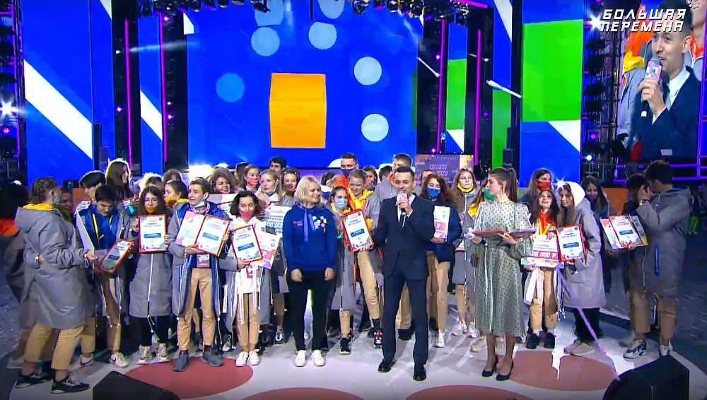За победы в Артеке 9 брянских школьников получат по 200 тысяч рублей