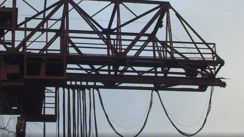 На брянском заводе переодетые в рабочих воры совершили кражу кабеля