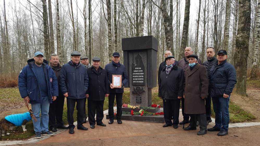 Под Петербургом на Синявинских высотах открыли памятник погибшим брянцам