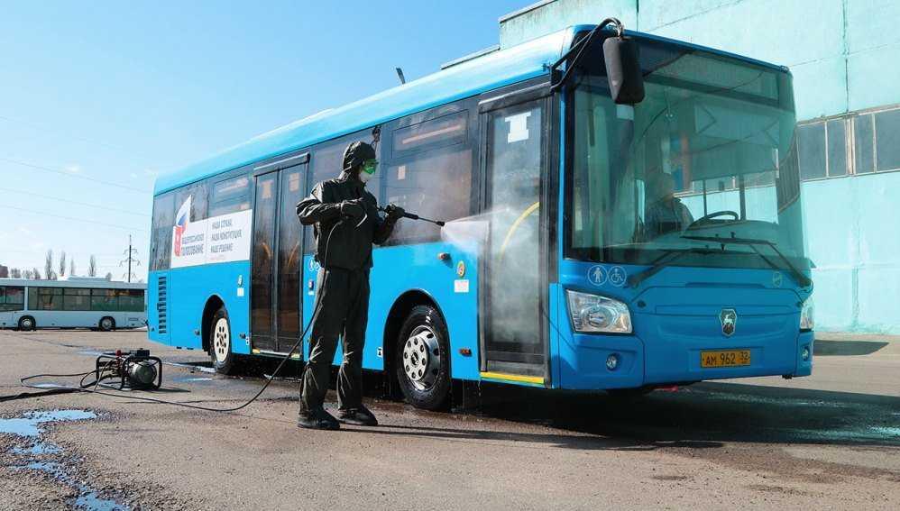 В Брянске продезинфицировали троллейбусы и автобусы