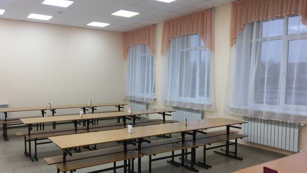 В Брянске за год школ с новыми окнами стало в два раза больше