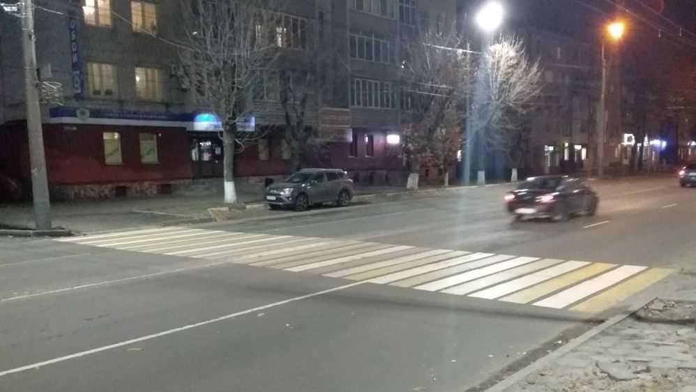 Жители Брянска после переноса «зебры» стали бросаться под машины