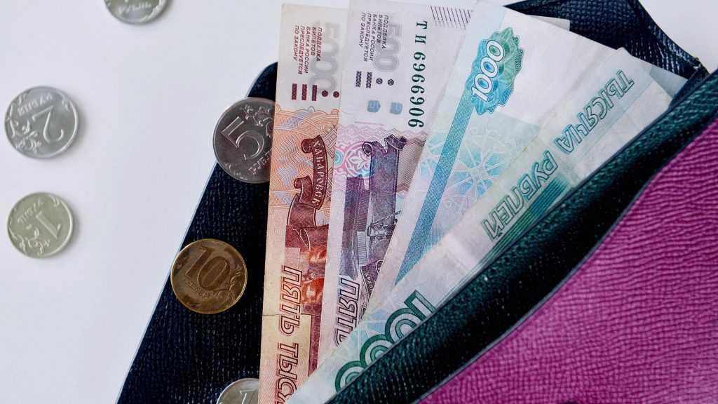 Россияне перестали тратить деньги