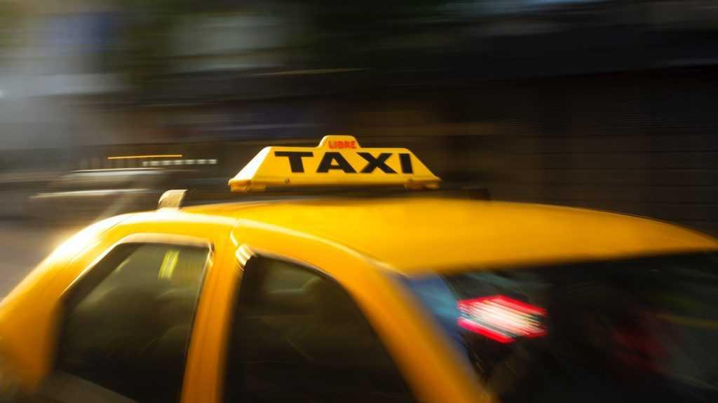 В Брянской области из-за 33-градусной жары в три раза взлетели цены на такси