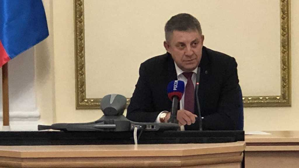 Брянский губернатор высказался о судебных тяжбах со школами