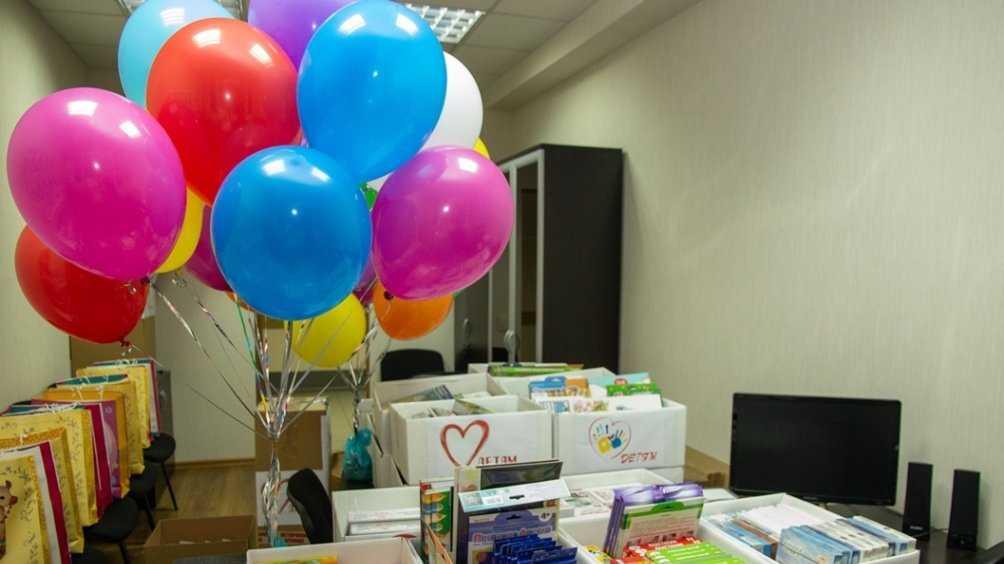 Глава Брянска Марина Дбар передала игрушки и сладости детям из онкоцентра