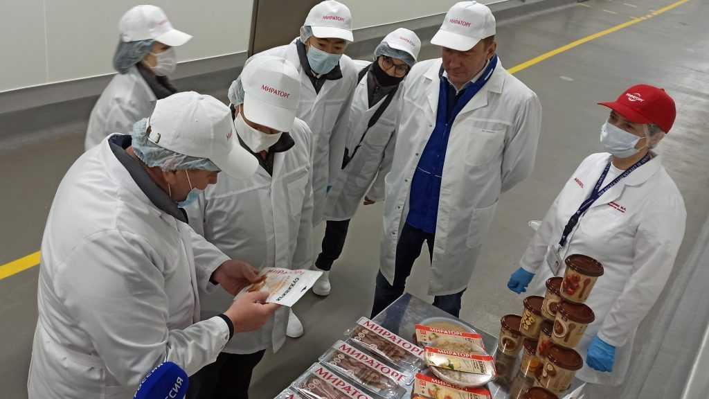 Посол Японии в России Тоёхиса Кодзуки познакомился с производством говядины «Мираторга» в Брянской области