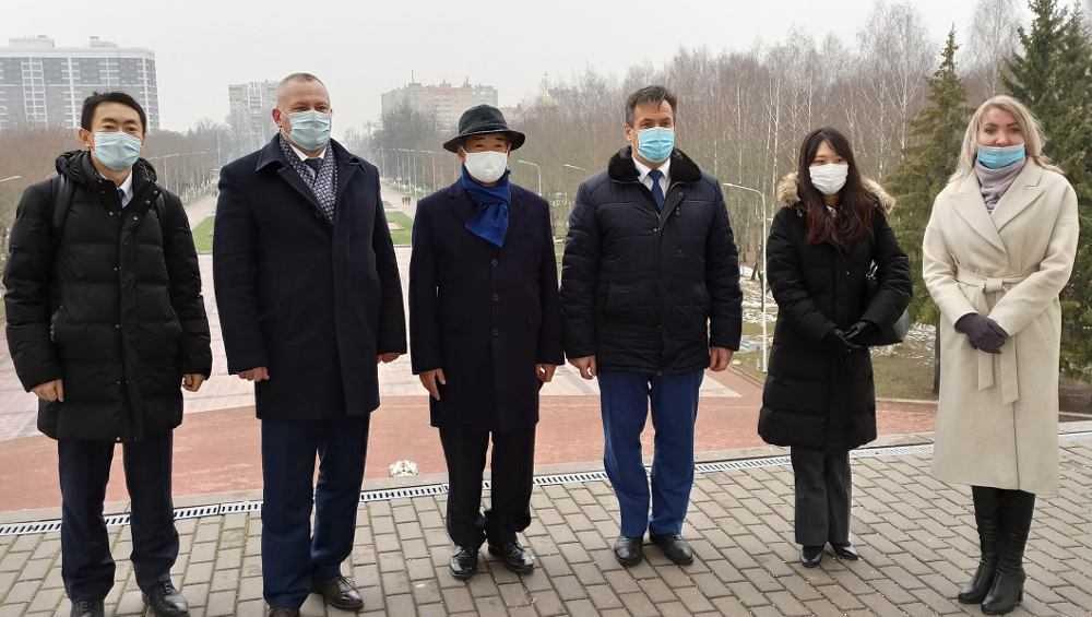 Послу Японии Тоёхиса Кодзуки показали достопримечательности Брянска