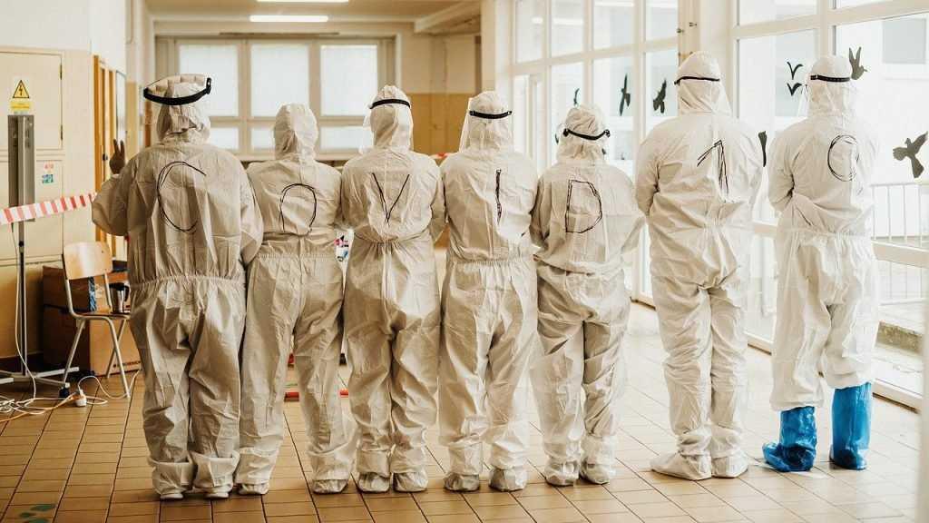 Ученые узнали, почему не удается остановить пандемию COVID-19