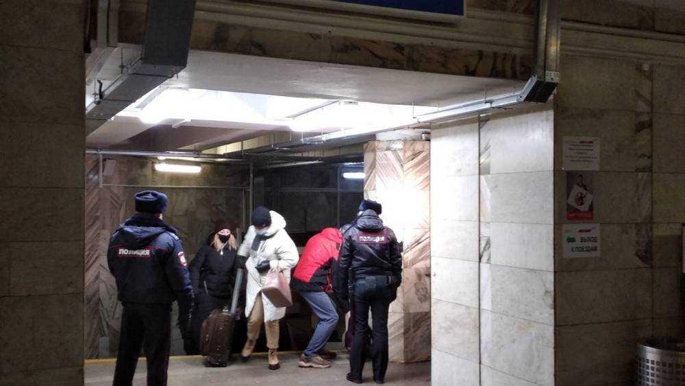 Железнодорожники напомнили пассажирам на вокзале Брянск-Орловский о важности соблюдения масочного режима