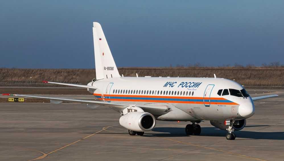 В Брянске приземлился самолет МЧС России из Москвы