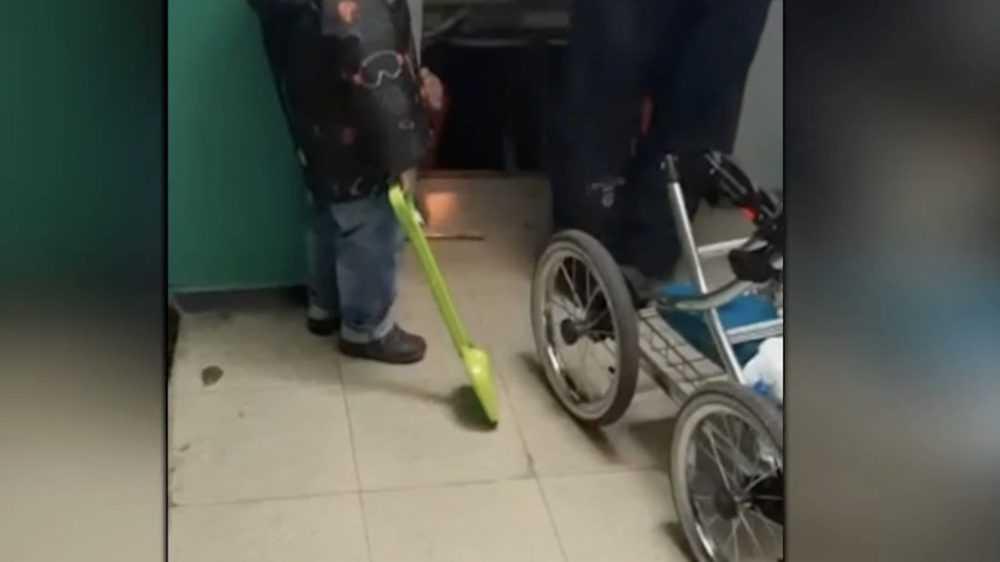 Жуткие кадры: лифт с пассажиркой рухнул во время спасения