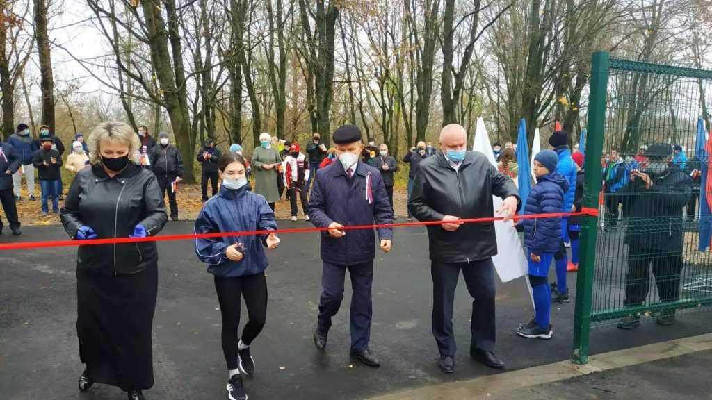 В Карачеве открыли обновленный стадион «Снежеть»