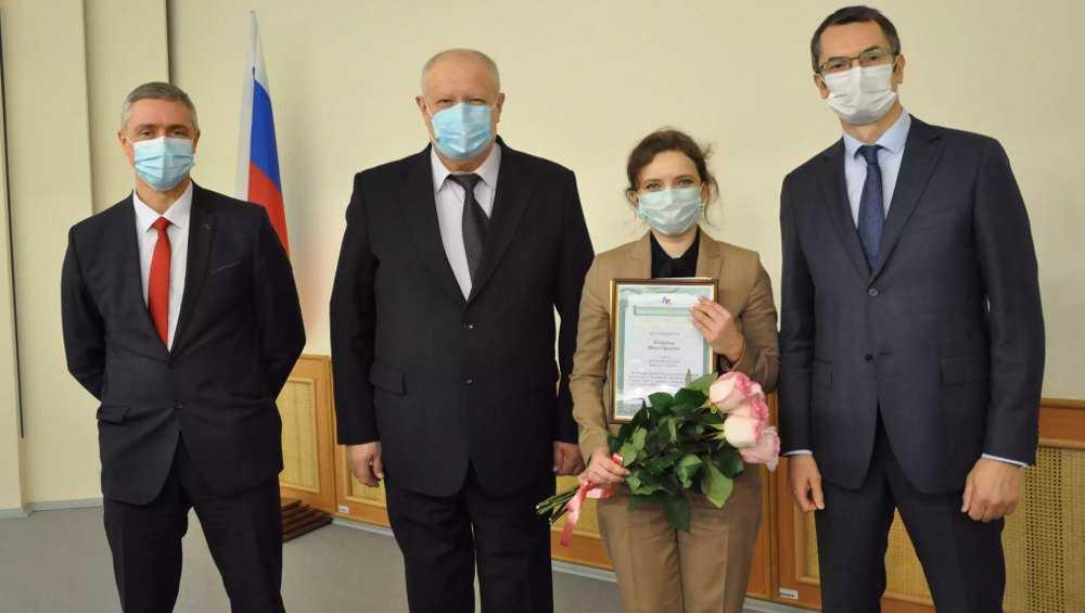 Награждены двое служителей Фемиды в арбитражном суде Брянской области