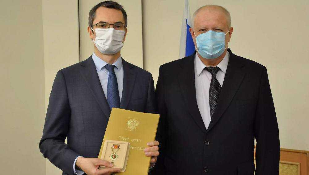 Награждены двое служителей Фемиды из арбитражного суда Брянской области