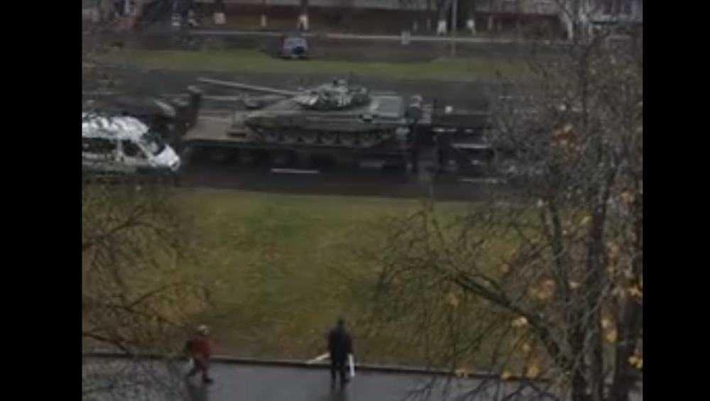 В Брянске вывезли танки из воинской части в Фокинском районе