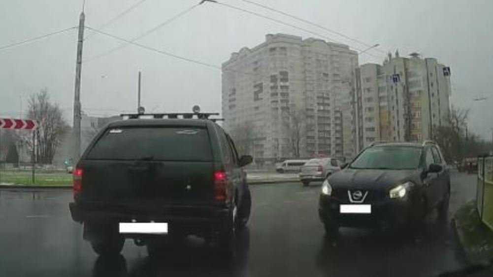 В Брянске водителя Nissan наказали по видео за гонки по встречке