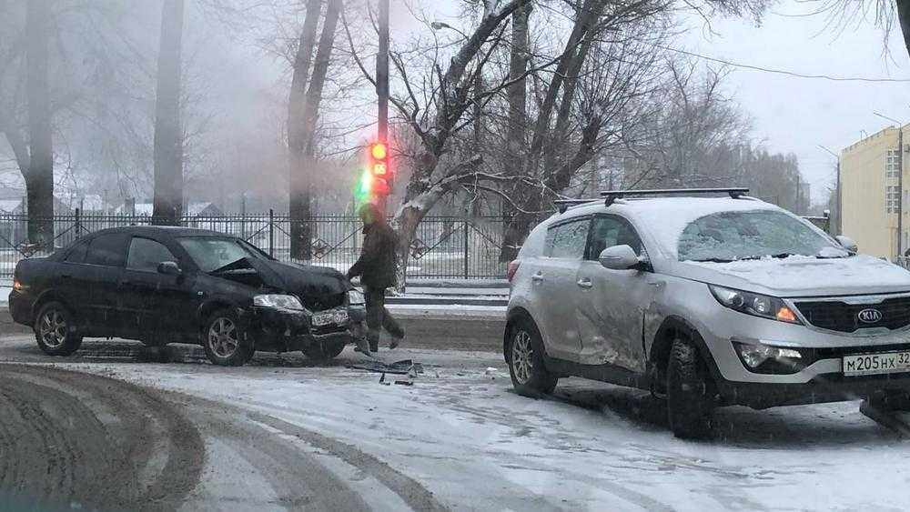 В Брянской области первый снег повлек огромное число ДТП