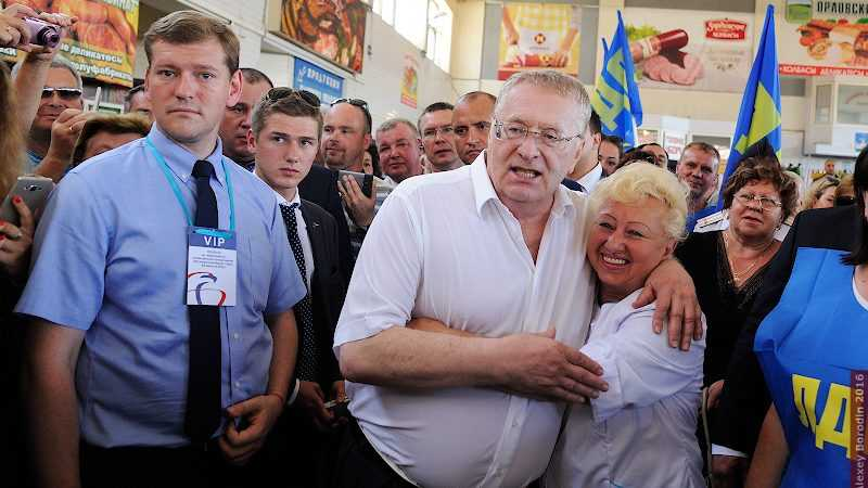 Жириновский предложил запретить обниматься и целоваться