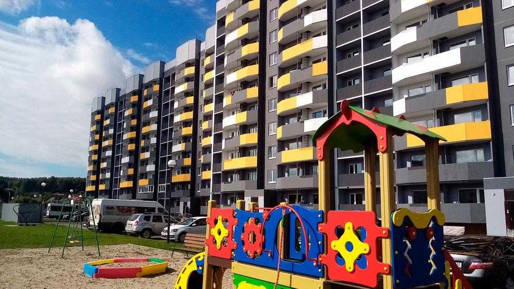 Брянская область стала лидером в приобретении жилья сиротам