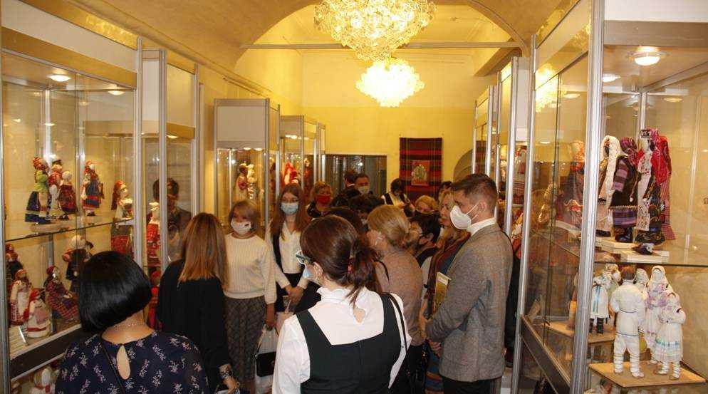 Чудесные работы брянских мастеров представили на выставке в Москве