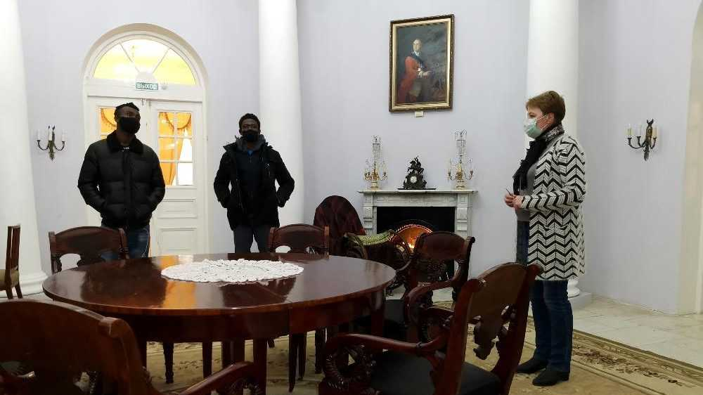 Иностранные студенты Брянского техуниверситета посетили музей-усадьбу Толстого