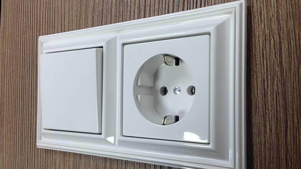 Электротехнические изделия: розетки и выключатели