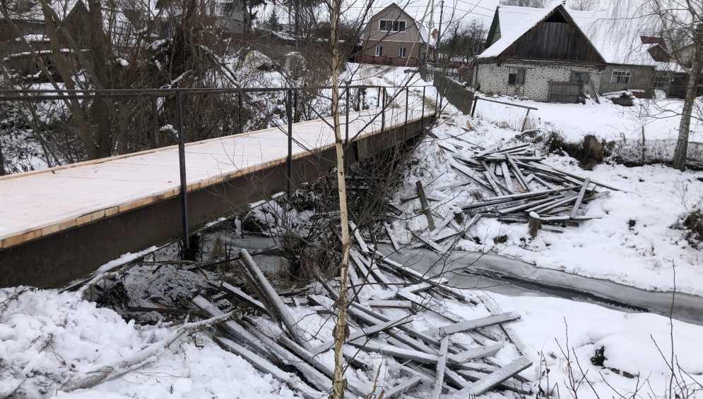 Брянцев возмутила свалка под мостом в деревне Антоновка