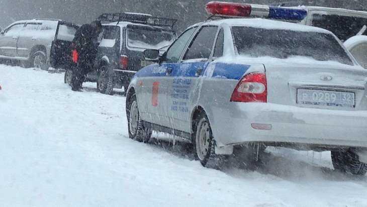 В Брянском районе иномарка врезалась в грузовик – пострадали два человека