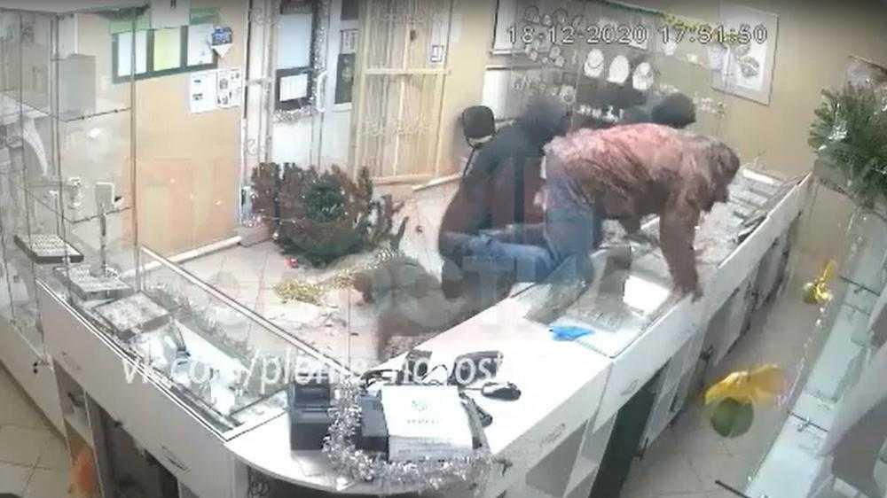 Ограбление ювелирного магазина потрясло и рассорило жителей Стародуба