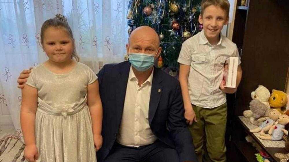 Замгубернатора Коробко исполнил новогодние желания брянских детей