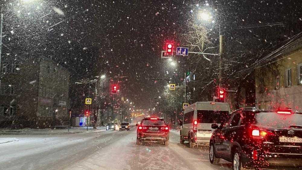 В Брянске на улице Калинина включили еще один светофор