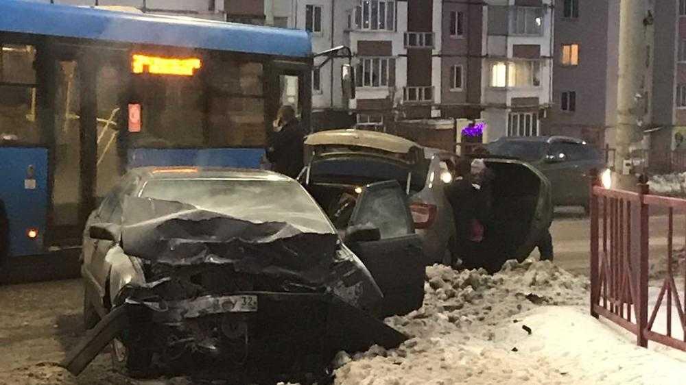 В Брянске произошла серьезная авария на улице Романа Брянского