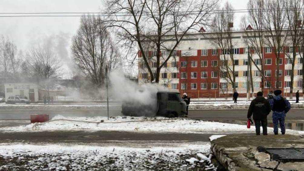 В Брянске возле второй больницы сгорел автомобиль УАЗ